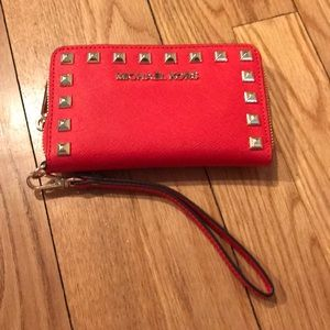 Michael Kors Selma Stud ZIP wallet 🌺Never carried